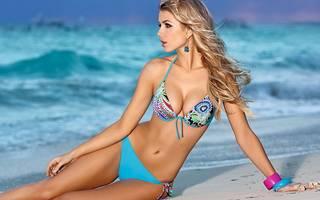 Foto de uma rapariga na praia