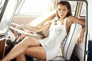 Qualidade fotografia retratando uma bela Blake Lively loira.