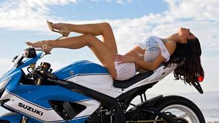 Mädchen am Sport-Bike